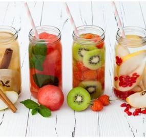 mit Obst angereicherte Wasserrezepte